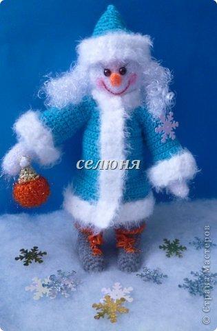 Вот какая Девчушка-Снеговушка появилась у меня благодаря крючку, ниткам и ... конечно, старанию. фото 3