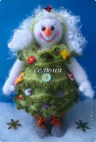 Вот какая Девчушка-Снеговушка появилась у меня благодаря крючку, ниткам и ... конечно, старанию. фото 4