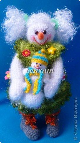 Вот какая Девчушка-Снеговушка появилась у меня благодаря крючку, ниткам и ... конечно, старанию. фото 5
