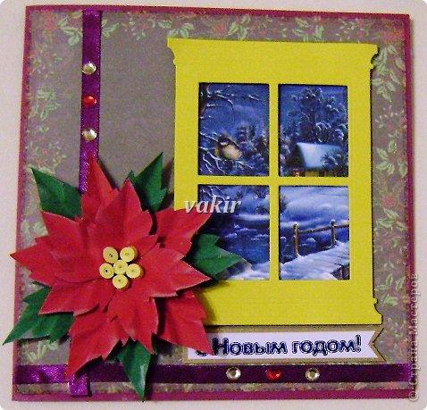 """Здравствуй, родная Страна! СКОРО НОВЫЙ ГОД! Зимою мир становится добрей И веселей от праздничных забот Приятно просыпаться в декабре И знать, что скоро будет Новый год! Украшенная елка и огни, Подарки, стенгазета у окна. И я, как в детстве, подгоняю дни, Чтобы осталась только ночь одна. Хочу за новогодний шумный стол, Хочу салат, """"Иронию судьбы"""", И чтобы Дед Мороз опять пришел, Хочу сюрпризов сказочных, любых... И пусть летит опавшая листва, Но если время праздника пришло, Мы так хотим немного волшебства И учимся другим дарить тепло! Под елочкой появятся опять Подарки, незаметно, как всегда... И будет над игрушками сиять Живая, настоящая звезда! И будут свечи на столе гореть, Как знак любви, как будущего код... Приятно просыпаться в декабре И точно знать, что скоро Новый год!                                 Петр Давыдов  В преддверии самого любимого многими праздника тему для воплощения своих творческих порывов выдумывать не надо. На свет рождаются новогодние подарки. В данном случае - открытки. У меня получилась птичья подборка. Синичко-снигирёвые открыточки Олечки Качуровской стали вдохновителем. Первая и вторая открыточки - с квиллинговыми птичками. фото 4"""