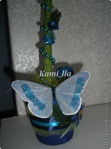 Сегодняшнее деревцо, только законченное и такое синее-синее. Идея создать подобное была давно, но никак не могла найти, то нужных камешков, то цветочков. А тут как раз все сошлось) фото 3