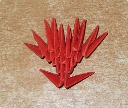 Для одного сердца понадобится 37 красных (или синих) модулей 1/32  Для подставки 26 красных модулей и 30 синих (или белых) модулей 1/32 фото 7