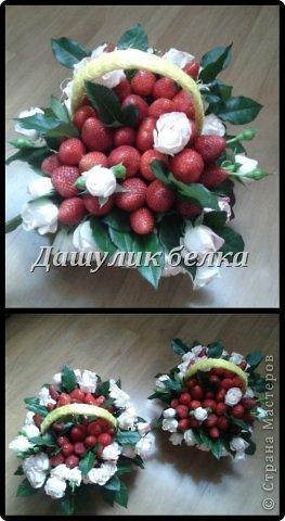 Корзиночки с клубникой и розами