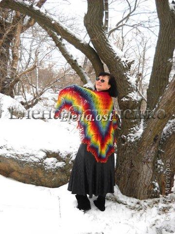 """Мое новое шальное творение. Шаль """"Харуни"""" из чистой овечьей шерсти. Дизайнер - Emily Ross. Пряжи ушло примерно 200 г.  Размеры шали 180*90 см. Спицы № 3. Радуга - это улыбка природы. Увидев радугу, обязательно надо загадать желание. Желаю всем только всего хорошего, побольше улыбок, мира,  добра и солнечных дней в вашей жизни. фото 5"""