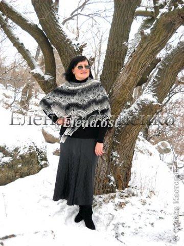 """Мое новое шальное творение. Шаль """"Харуни"""" из чистой овечьей шерсти. Дизайнер - Emily Ross. Захотелось попробовать бело-черную гамму - понравилось очень.  Пряжи ушло 100 г. Бисер использовала индийский.  фото 6"""