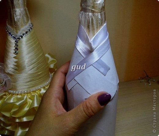 """После опубликования моего МК по созданию свадебных бутылочек почти 3 года назад, поступало очень много вопросов, как же сделать эти одежки съемными. Так, конечно практичнее, да и в салоне удобнее продать готове одежки, чем вместе с """"ш...м"""". Итак дополнение к http://stranamasterov.ru/node/225893. фото 8"""