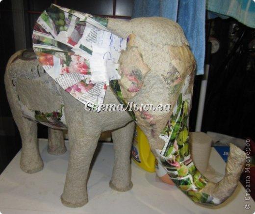 Здравствуйте, все! Я к вам в гости со слоном. Очень мне захотелось, чтобы в доме стоял слоник в красивой попоне. Помечтала, представила, даже заготовки наделала... а слон уже появился в СМ у Ольги http://stranamasterov.ru/node/548414. Я опечалилась и забыла про своего слона. Спустя какое-то время попались мне на глаза эти самые заготовки. Ну не пропадать же моим стараниям! Решила доделать и подарить сестре! фото 10