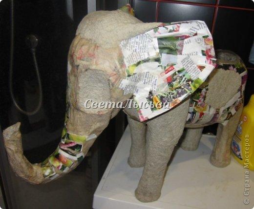 Здравствуйте, все! Я к вам в гости со слоном. Очень мне захотелось, чтобы в доме стоял слоник в красивой попоне. Помечтала, представила, даже заготовки наделала... а слон уже появился в СМ у Ольги http://stranamasterov.ru/node/548414. Я опечалилась и забыла про своего слона. Спустя какое-то время попались мне на глаза эти самые заготовки. Ну не пропадать же моим стараниям! Решила доделать и подарить сестре! фото 12