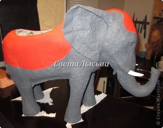 Здравствуйте, все! Я к вам в гости со слоном. Очень мне захотелось, чтобы в доме стоял слоник в красивой попоне. Помечтала, представила, даже заготовки наделала... а слон уже появился в СМ у Ольги http://stranamasterov.ru/node/548414. Я опечалилась и забыла про своего слона. Спустя какое-то время попались мне на глаза эти самые заготовки. Ну не пропадать же моим стараниям! Решила доделать и подарить сестре! фото 13