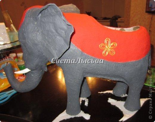 Здравствуйте, все! Я к вам в гости со слоном. Очень мне захотелось, чтобы в доме стоял слоник в красивой попоне. Помечтала, представила, даже заготовки наделала... а слон уже появился в СМ у Ольги http://stranamasterov.ru/node/548414. Я опечалилась и забыла про своего слона. Спустя какое-то время попались мне на глаза эти самые заготовки. Ну не пропадать же моим стараниям! Решила доделать и подарить сестре! фото 16