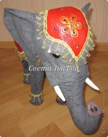 Здравствуйте, все! Я к вам в гости со слоном. Очень мне захотелось, чтобы в доме стоял слоник в красивой попоне. Помечтала, представила, даже заготовки наделала... а слон уже появился в СМ у Ольги http://stranamasterov.ru/node/548414. Я опечалилась и забыла про своего слона. Спустя какое-то время попались мне на глаза эти самые заготовки. Ну не пропадать же моим стараниям! Решила доделать и подарить сестре! фото 2
