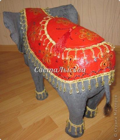 Здравствуйте, все! Я к вам в гости со слоном. Очень мне захотелось, чтобы в доме стоял слоник в красивой попоне. Помечтала, представила, даже заготовки наделала... а слон уже появился в СМ у Ольги http://stranamasterov.ru/node/548414. Я опечалилась и забыла про своего слона. Спустя какое-то время попались мне на глаза эти самые заготовки. Ну не пропадать же моим стараниям! Решила доделать и подарить сестре! фото 5