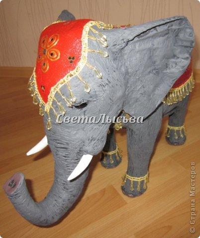 Здравствуйте, все! Я к вам в гости со слоном. Очень мне захотелось, чтобы в доме стоял слоник в красивой попоне. Помечтала, представила, даже заготовки наделала... а слон уже появился в СМ у Ольги http://stranamasterov.ru/node/548414. Я опечалилась и забыла про своего слона. Спустя какое-то время попались мне на глаза эти самые заготовки. Ну не пропадать же моим стараниям! Решила доделать и подарить сестре! фото 7