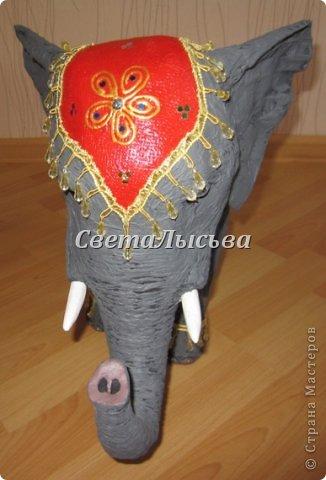 Здравствуйте, все! Я к вам в гости со слоном. Очень мне захотелось, чтобы в доме стоял слоник в красивой попоне. Помечтала, представила, даже заготовки наделала... а слон уже появился в СМ у Ольги http://stranamasterov.ru/node/548414. Я опечалилась и забыла про своего слона. Спустя какое-то время попались мне на глаза эти самые заготовки. Ну не пропадать же моим стараниям! Решила доделать и подарить сестре! фото 8