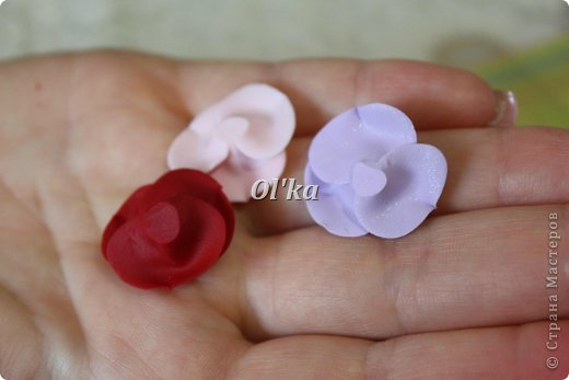Здравствуйте, Мастерицы!!! Сегодня я хочу поделиться с Вами тем, как я делаю свои розочки из пластики. На сходство с живой розой не претендую. :))) Начнем??? фото 14