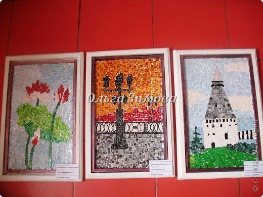 """Это наши работы на конкурс """" Золотой ключик""""(размер 30 на 45) Мозаика из пластмассовых кусочков разного цвета. Очень кропотливая и долгая работа. Тематика местная, астраханская. Резали и пластиковые бутылки и бутылочки из под шампуней, бальзамов  и т п. фото 11"""
