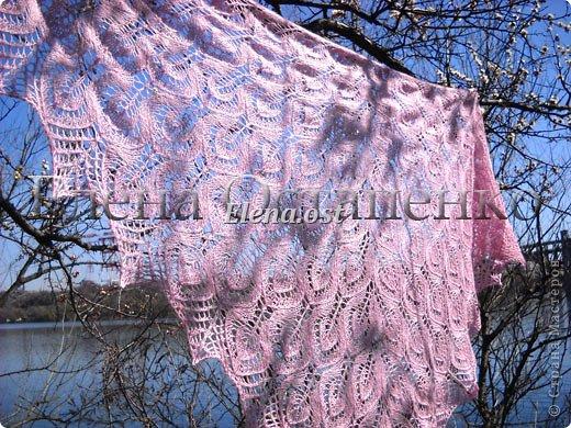 Весна пришла цветущая. И я непременно радую себя красивой шалью в розовых тонах. Моя новая шаль Гейл - Gail shawl  by Jane Araújo. Связала из Gazzal EXCLUSIVE - 100 г. Спицы №3. Бисер использовала чешский. фото 3