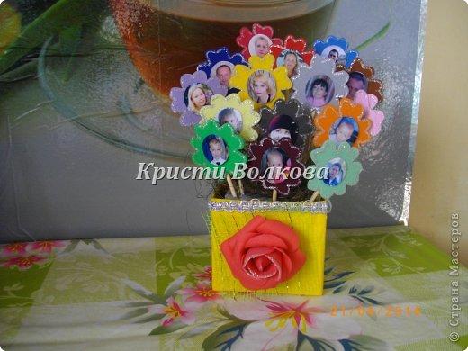Решила для мамы сделать цветочный горшочек, а цветочки - это дети и внуки + добавила фото мамы и папы, для полноты картины! фото 2