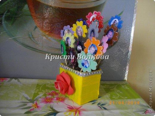 Решила для мамы сделать цветочный горшочек, а цветочки - это дети и внуки + добавила фото мамы и папы, для полноты картины! фото 3