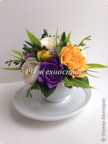Малюсенькая чашка вышла из давно скрученных цветов. Снизу для сравнения обычная чайная пара. фото 3