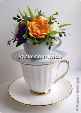 Малюсенькая чашка вышла из давно скрученных цветов. Снизу для сравнения обычная чайная пара. фото 1
