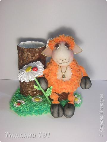 Родилась вот такая овечка.Только на фото увидела,что ножки неодинаково легли-просто овечка снимается с пенечка.