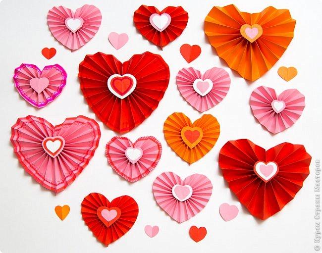 Друзья! Приближается самый сердечный праздник — Валентинов день. Он уже давно стал шире Дня влюблённых. В этот день каждый может смастерить сердечки и подарить их тем, к кому испытывает добрые чувства.