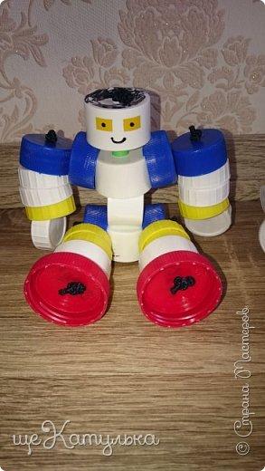 Наши роботы из крышек пластиковых бутылок. фото 3