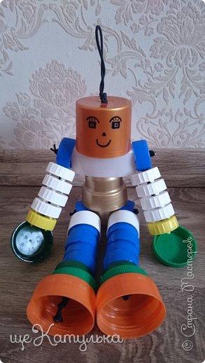 Наши роботы из крышек пластиковых бутылок. фото 7