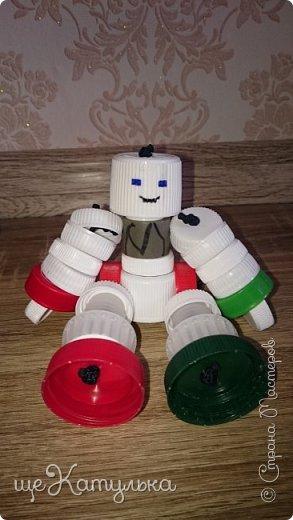 Наши роботы из крышек пластиковых бутылок. фото 5