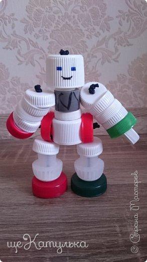 Наши роботы из крышек пластиковых бутылок. фото 4