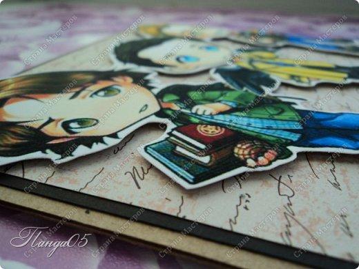 """Ещё одна работа - открытка для любительницы сериала """"Сверхъестественное"""". Девушке исполняется 18 лет и она фанатка этого сериала. Мне не хотелось добавлять сюда просто фотографии актёров, решила обыграть их таким образом - нашла в интернете фан-арт в стиле аниме. Открытка размером 14 на 14 см. фото 3"""