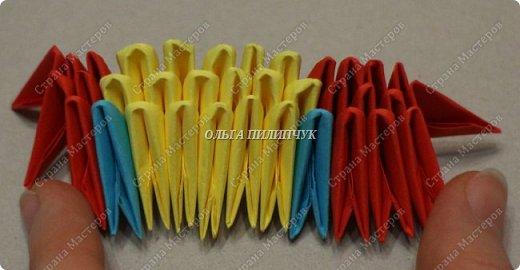 Для сборки петуха необходимо всего 359 модулей  (1/32) 150 - модулей красного  цвета 101 -  модуль жёлтого цвета    51 -  модуль зелёного цвета    40 -  модулей синего цвета    17 -  модулей оранжевого цвета   фото 2