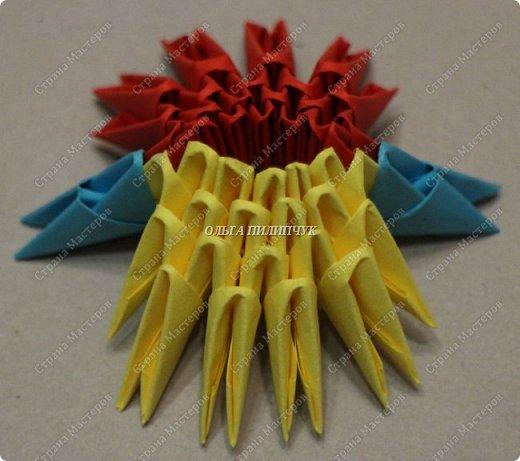Для сборки петуха необходимо всего 359 модулей  (1/32) 150 - модулей красного  цвета 101 -  модуль жёлтого цвета    51 -  модуль зелёного цвета    40 -  модулей синего цвета    17 -  модулей оранжевого цвета   фото 3